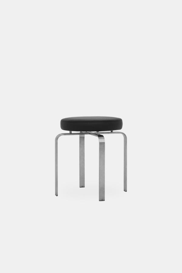 Jørgen høj taburet, sort sæde og børstet stål